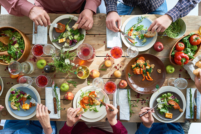 How to Practice Mindful Eating when Hosting Dinner Parties